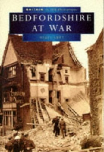 Bedfordshire at War in Old Photographs (Britain in Old Photographs) By Nigel Lutt