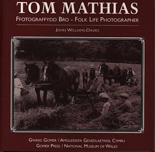 Tom Mathias - Ffotograffydd Bro / Tom Mathias - Folk Life Photographer By John Williams-Davies